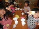 12月11日  おやつのパンは給食の先生の手作りりです。