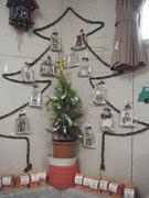 12月12日  クリスマスの保護者手作りプレゼントが飾られています。